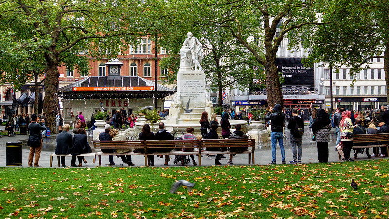 Shakespeare Statue and Fountains - Leicester Square