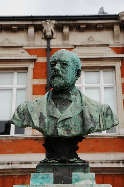 Brixton - Tate Library - Bust of Sir Henry Tate