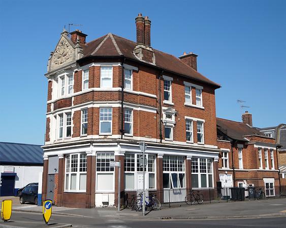The British Queen Pub - Wimbledon