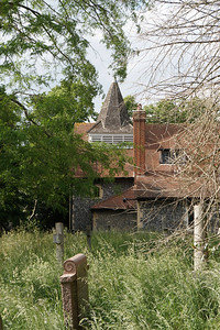 St Mary's Merton Park - Churchyard