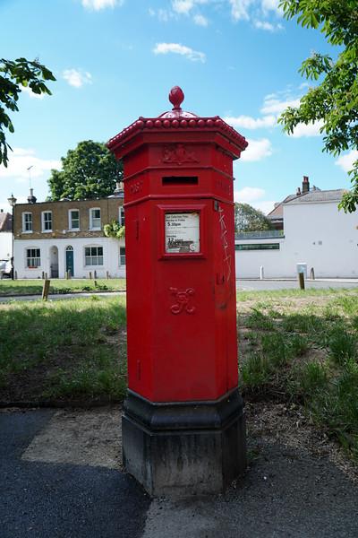 Pillar Box - VR - Penfold - Woodhayes Road - Crooked Billet