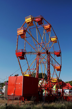 Fair Setting Big Wheel up on Wimbledon Common September 2019