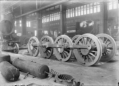 2018.18.GP.010--philip weibler collection 5x7 glass plate neg--CRI&P--steam locomotive 2-8-2 K-60 2526 wheels on shop floor company shops--Silvis IL--no date