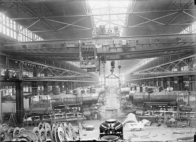 2018.18.GP.013--philip weibler collection 5x7 glass plate neg--CRI&P--company shops erecting floor with overhead crane--Silvis IL--no date