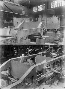 2018.18.GP.005--weibler collection 5x7 glass plate--CRI&P--thermite weld repair of steam locomotive 4-4-2 A-24 1049 frame at company shops--Silvis IL--no date
