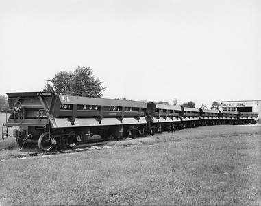 2020.016.W.003--phil weibler collection 8x10 print--CRI&P--side dump 97415 and others (Differential Steel Car)--Findlay OH--1966 0000