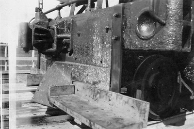 2020.016.S.039--phil weibler collection 2.5x3.5 print--CRI&P--steam locomotive 4-6-0 T-31 1559 front view of footboards installed on pilot--location unknown--no date