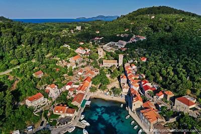L'archipel des Elaphites en Croatie. Ile de Sipan. Village de Suduradj