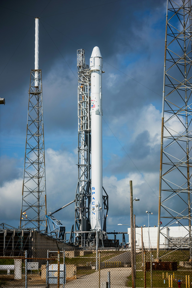 Falcon 9 & Dragon on the pad
