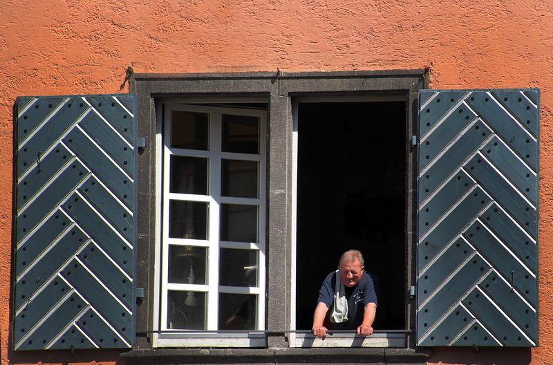 Rothenburg ob der Tauber, Shopkeeper in Window