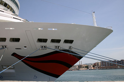 AIDA DIVA : kissing bow.