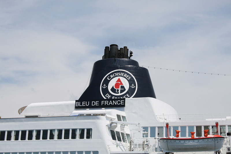 M/S BLEU DE FRANCE : the funnel.