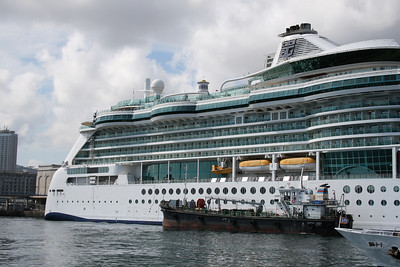 BRILLIANCE OF THE SEAS in Napoli. Water supplying.