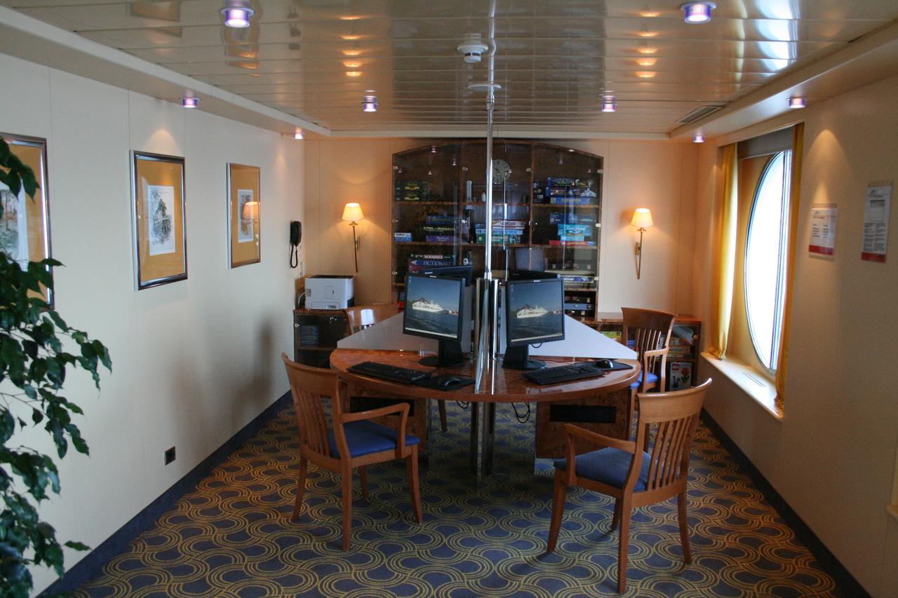 2011 - On board M/S C.COLUMBUS : E-mail centre, deck 5.