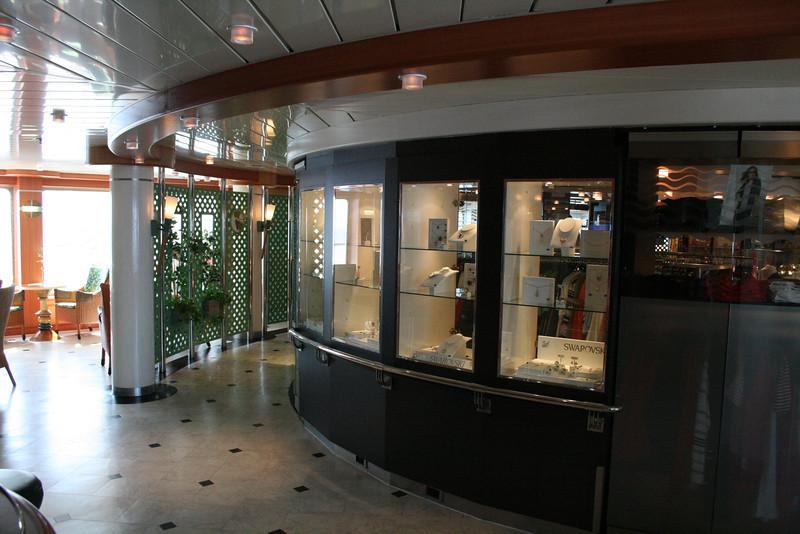2011 - On board M/S C.COLUMBUS : Boutique, deck 5.