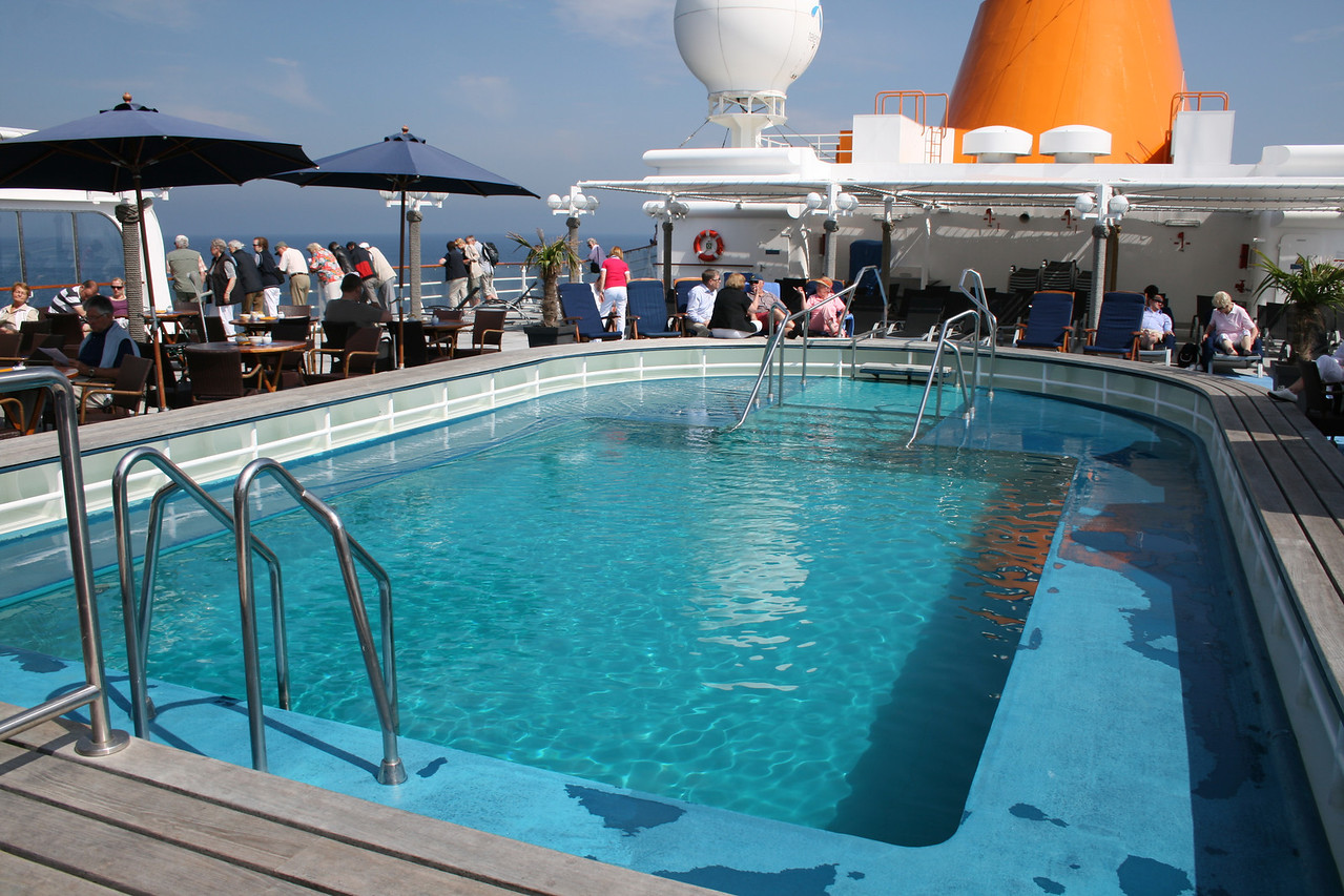 2011 - On board M/S C.COLUMBUS : Swimming pool, Sun deck.