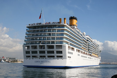 M/S COSTA DELIZIOSA maneuvering in Napoli.