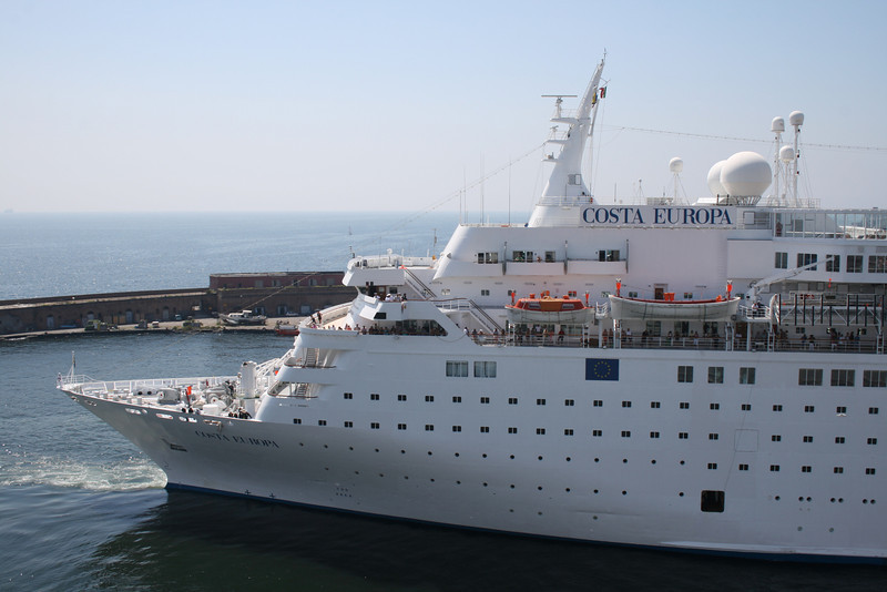 M/S COSTA EUROPA maneuvering in Napoli.