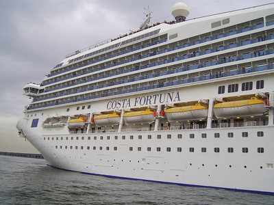 M/S COSTA FORTUNA approaching in Napoli.