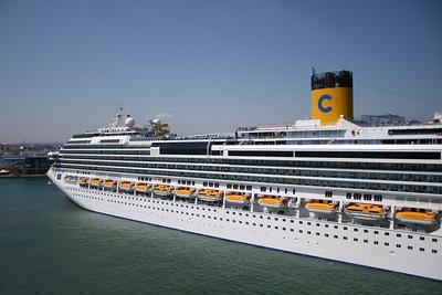 2008 - M/S COSTA SERENA arriving in Bari.
