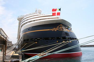 M/S DISNEY MAGIC in Napoli. The stern.