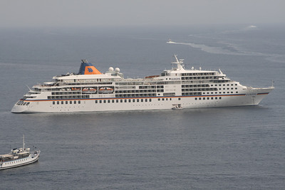 2008 - M/S EUROPA offshore Capri. The small ship on the left is FARAGLIONE.