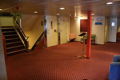 On board T/S FUNCHAL : entrance hall, Azores deck.