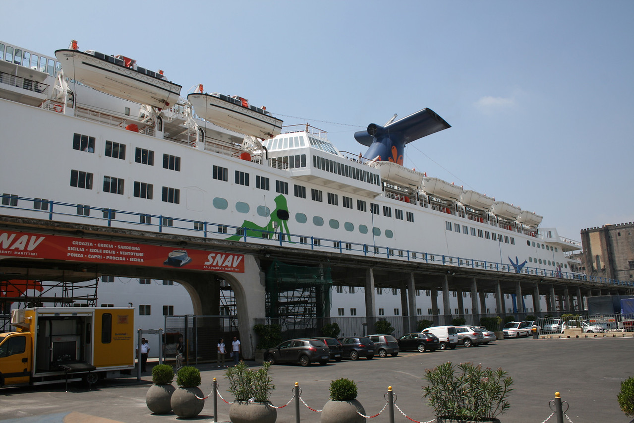 2010 - M/S GRAND HOLIDAY in Napoli.