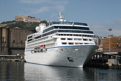 2010 - M/S INSIGNIA in Napoli.