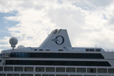 2010 - M/S INSIGNIA in Napoli : the funnel.