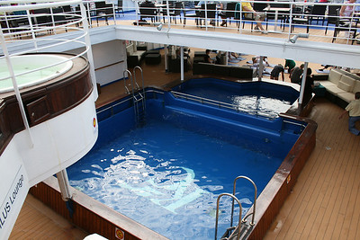 2010 - On board M/S KRISTINA KATARINA : swimming pools.