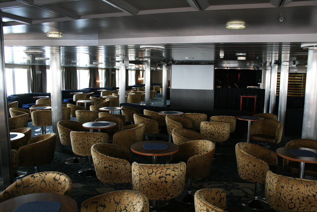 2011 - On board M/S KRISTINA KATARINA : Nautilus lounge, deck 6.