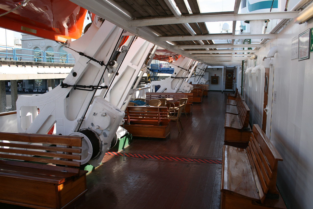 2009 - On board S/S KRISTINA REGINA : walkway, deck 5.