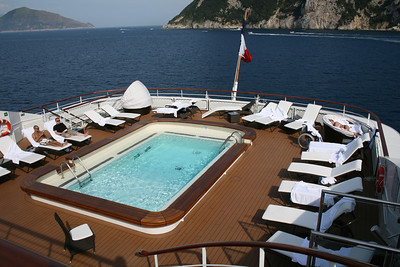 2011 - On board M/S L'AUSTRAL : swimming pool, deck 6 Mahè.