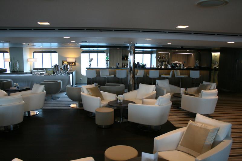 2011 - On board M/S L'AUSTRAL : main lounge, deck 3 Calicut.