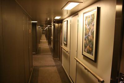 2011 - On board M/S L'AUSTRAL : cabin corridor.