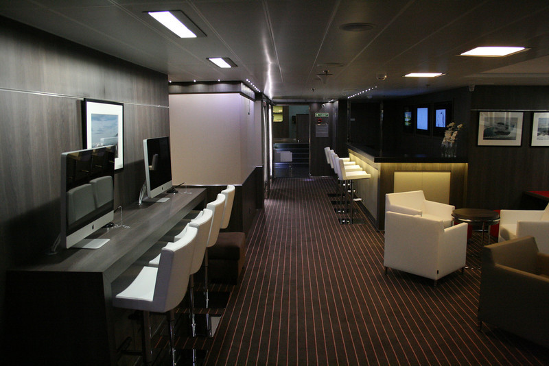2011 - On board M/S L'AUSTRAL : leisure area, deck 5 Bengale.
