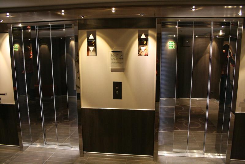 2011 - On board M/S L'AUSTRAL : elevators.