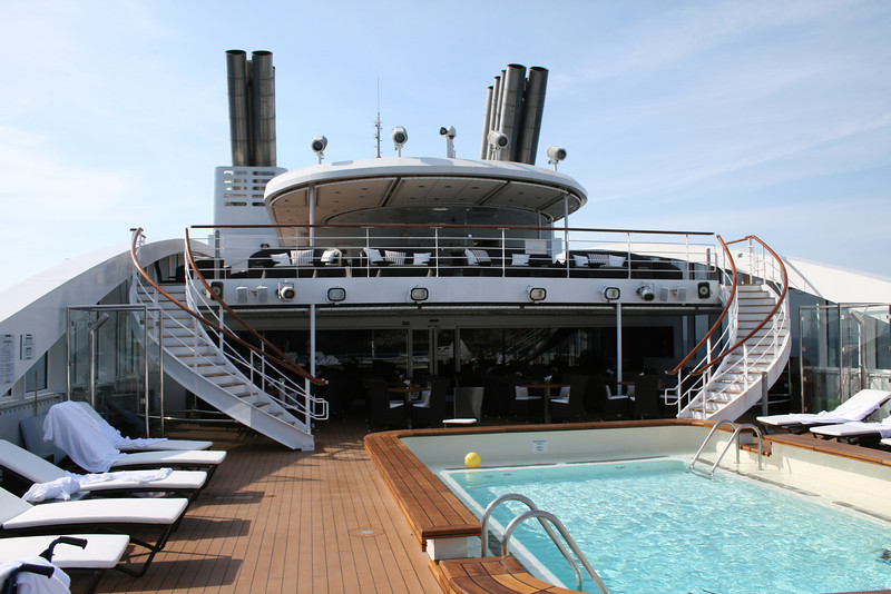 2011 - On board M/S L'AUSTRAL : swimming pool area, deck 6 Mahè.