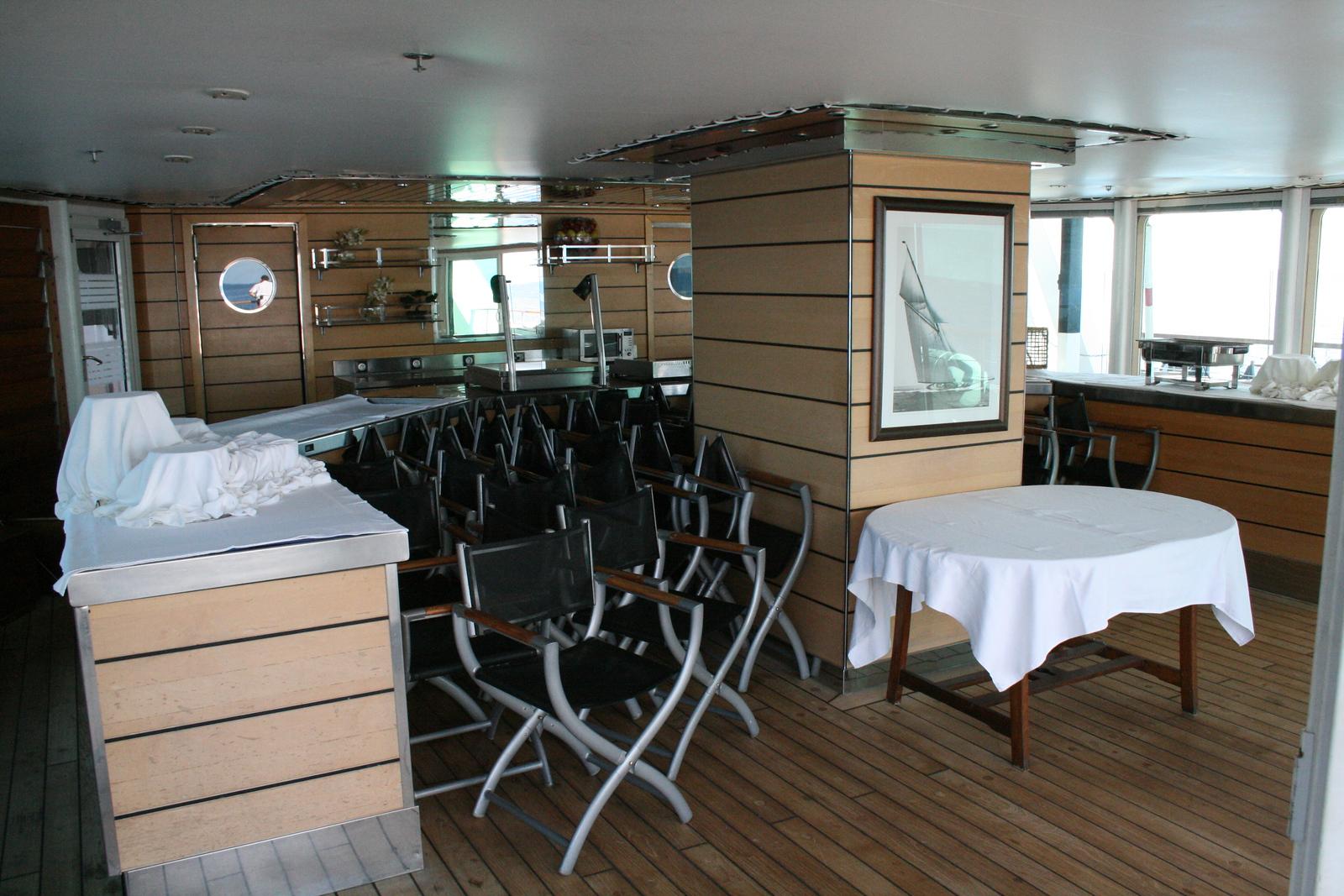 2011 - On board M/S LE PONANT : buffet of Le Diamant restaurant, Antigua deck.