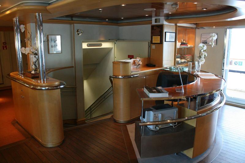 2011 - On board M/S LE PONANT : reception, Saint Barth deck.