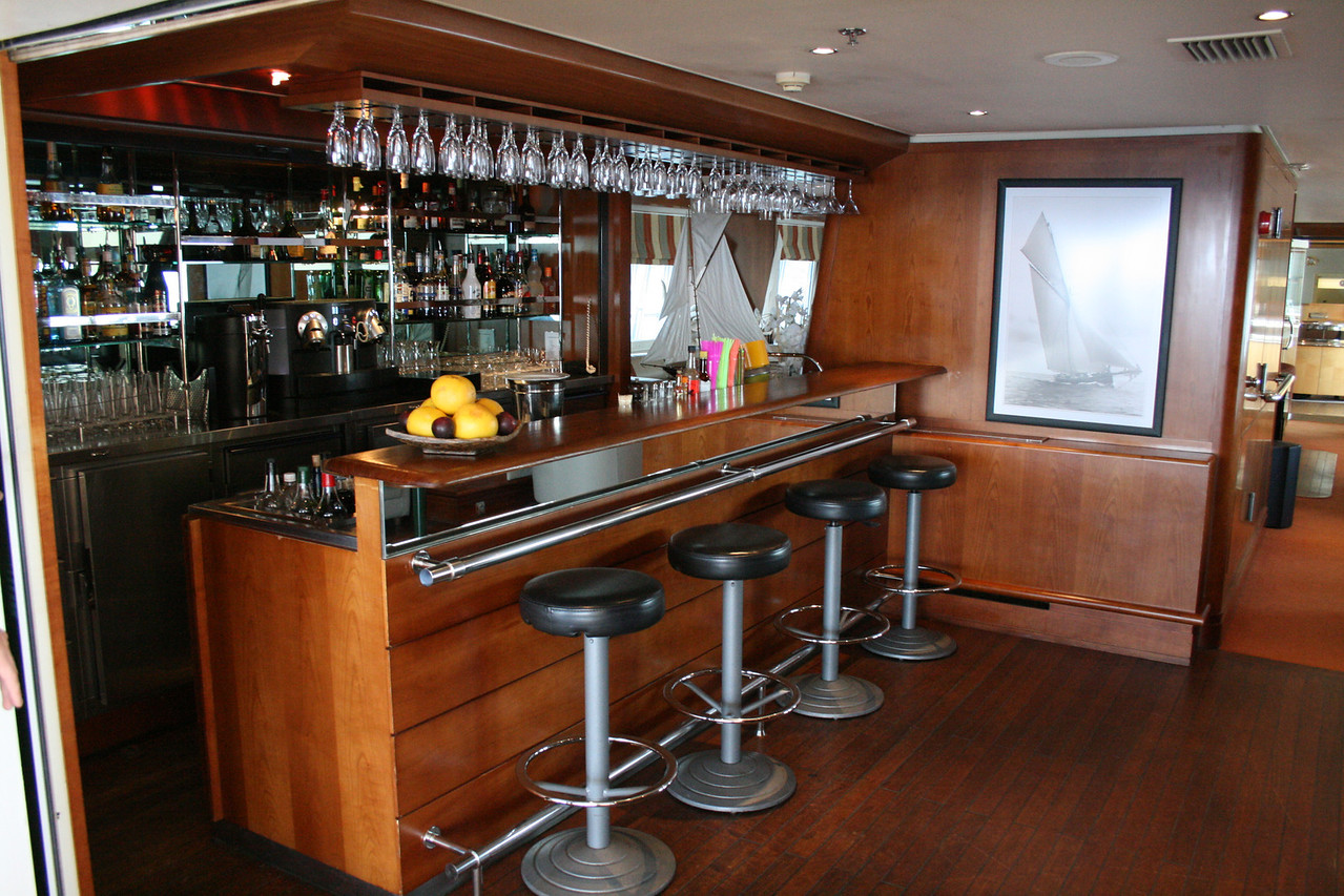 2011 - On board M/S LE PONANT : Salon Emeraude bar, Saint Barth deck.