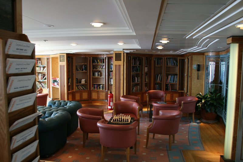 2009 - On board M/S LEGEND OF THE SEAS : library, deck 7.