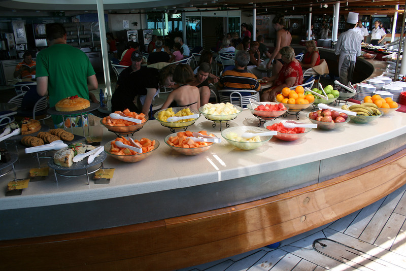 2009 - On board M/S LEGEND OF THE SEAS : fruit and cake buffet on the pool.