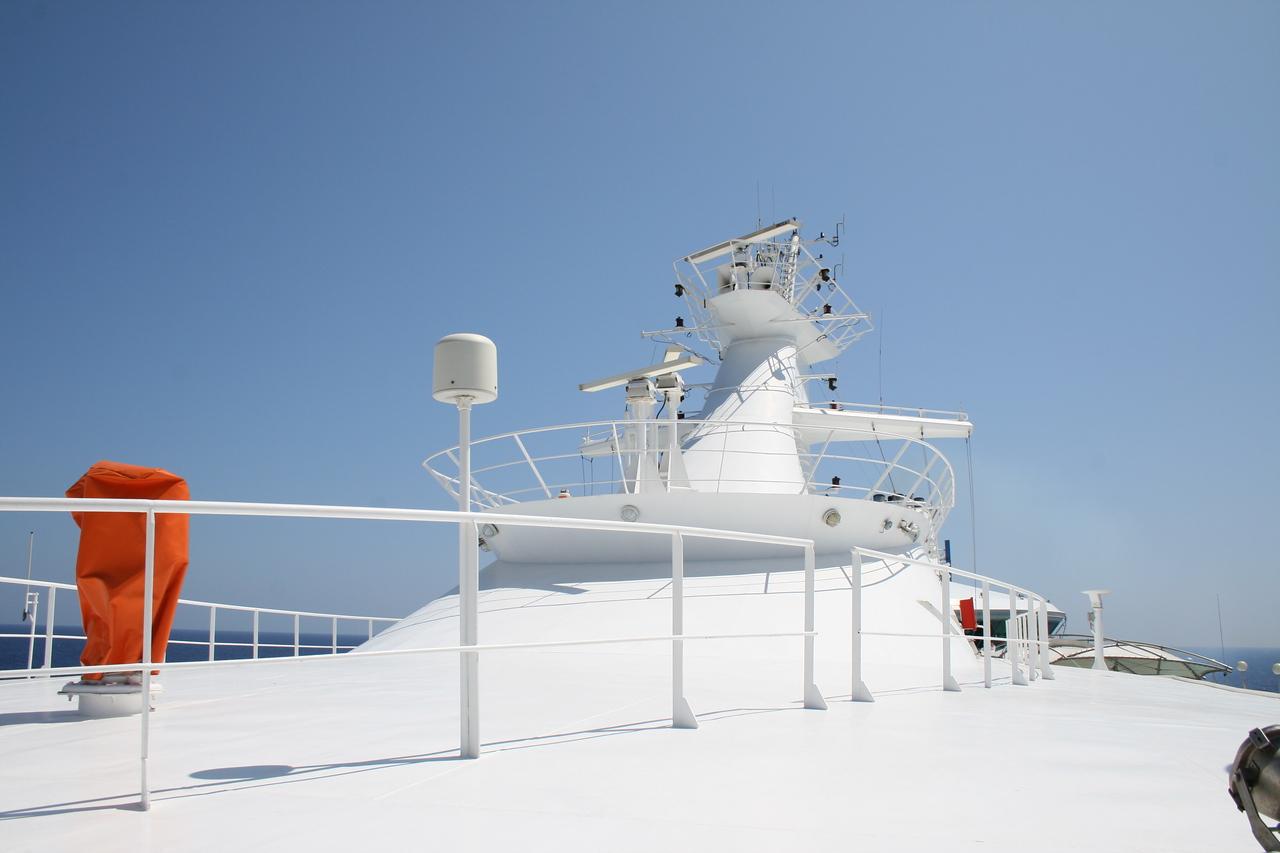 2009 - On board M/S LEGEND OF THE SEAS : radar mast.