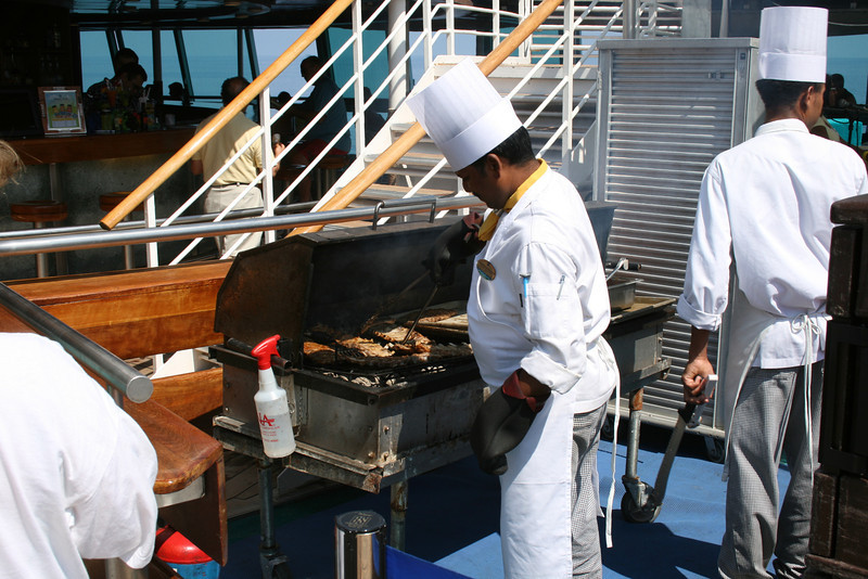 2009 - On board M/S LEGEND OF THE SEAS : barbeque at the pool.