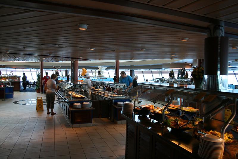 2009 - On board M/S LEGEND OF THE SEAS : Windjammer cafè, deck 9.