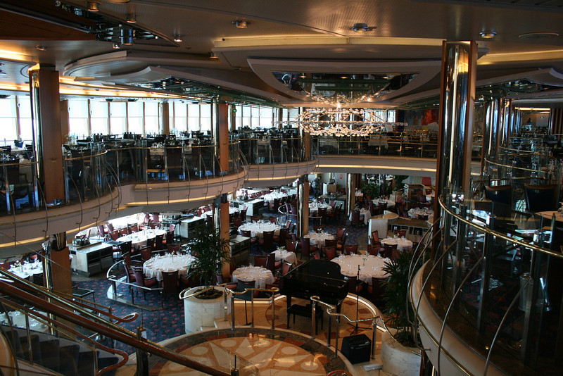 2009 - On board M/S LEGEND OF THE SEAS : Romeo and Juliet restaurant, deck 4 and 5.