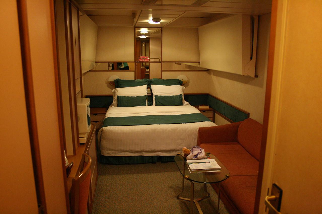 2009 - On board M/S LEGEND OF THE SEAS : inside room.