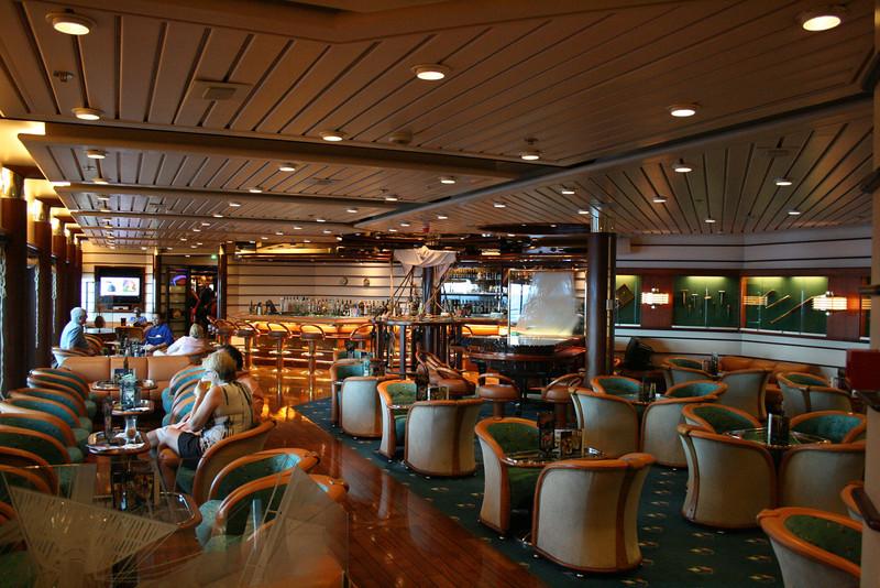 2009 - On board M/S LEGEND OF THE SEAS : Schooner bar, deck 4.